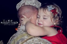 Soldier and daughter. Look at the love. that's Daddy's little princess, and he is forever her hero! Hugs, Military Love, Military Families, Military Photos, My Champion, Support Our Troops, Fathers Love, We Are The World, American Pride
