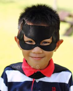 Batman Superhero Cape - Free Sewing Pattern   Craft Passion Sewing Patterns Free, Free Sewing, Diy Home Crafts, Easy Crafts, Kids Cape Pattern, Batman Costume For Kids, Batman Cape, Capes For Kids, Superhero Capes