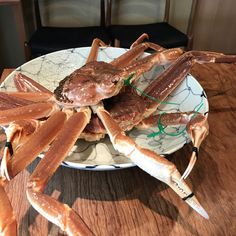 #Tokyo #matsukawa #松川 Part 1. I was very fortunate enough to have been able to secure a booking at this kaiseki restaurant. Winter is probably my favourite time to visit as it is #crab #Kani season! Matsukawa-San is very consistent and I got to have crab meat with Roe crab leg crab meat in soup and crab leg sashimi. The soba and the rice were fixed points and I really liked the rice. I hope to go back again soon! #gourmet #finedining #michelinstar