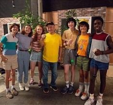 Millie & the Stranger Things cast Stranger Things Actors, Stranger Things Have Happened, Stranger Things Season 3, Stranger Things Funny, Stranger Things Netflix, Millie Bobby Brown, Stranger Danger, Don T Lie, Best Shows Ever