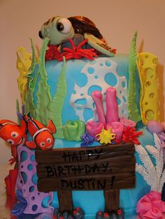 Funny pictures about Awesome Finding Nemo cake. Oh, and cool pics about Awesome Finding Nemo cake. Also, Awesome Finding Nemo cake. Crazy Cakes, Fancy Cakes, Pretty Cakes, Cute Cakes, Cake Pops, Finding Nemo Cake, Cupcake Collection, Character Cakes, Disney Cakes