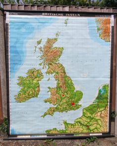 £139 - VINTAGE SCHOOL PULL DOWN CHART MAP OF THE BRITISH ISLES CIRCA 1965