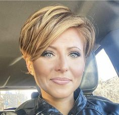 Short Sassy Haircuts, Funky Short Hair, Short Grey Hair, Short Hair With Layers, Cute Hairstyles For Short Hair, Short Hair Cuts, Curly Hair Styles, Dance Hairstyles, Corte Y Color