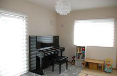 ピアノ部屋よこ Piano Music, Blinds, Room Ideas, Curtains, Home Decor, Decoration Home, Room Decor, Shades Blinds, Blind