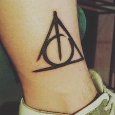 #hp #harrypotter #deathlyhallows #idonidellamorte #tattoo #tattooed #tattoedboy #boy #tatuaggio #tatuaggi #tatuato
