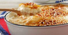 Tradicional e muito gostoso, o arroz doce é uma sobremesa deliciosa e muito fácil de fazer, mas para variar a receita original e incrementa-la que tal preparar uma com muito caramelo por cima? A cremosidade do arroz fica uma delícia combinada com o caramelo crocante, e o resultado é de comer rezando