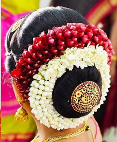 Wedding Bun Hairstyles, Indian Bridal Hairstyles, South Indian Bride Hairstyle, Bridal Bun, Indian Flowers, Wedding Couples, Wedding Things, Braid, Designer Dresses