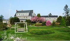 Bradley Inn- Pemaquid Point Maine ~ CHARMING....w/an incredible fresh, organic restaurant.  Only negative ~ it's not right on the ocean, but just a minute's walk away.