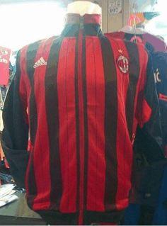 jual jaket AC milan home warna merah hitam untuk pemesanan silakan sms di 085645452236 kami jual jersey bola murah dan lengkap