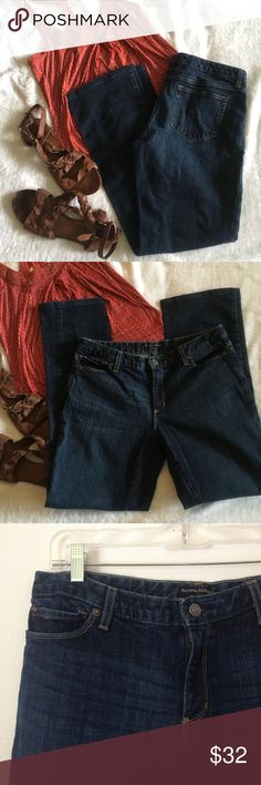 🆕Banana Republic dark wash straight leg jeans Beautiful pair of jeans from Banana Republic. Nice dark blue wash is perfect for any occasion and straight leg fit is flattering on anyone. Well made with a slight amount of stretch, nice Denim material. In excellent condition, no signs of wear. Size 31/12 regular. Banana Republic Jeans Straight Leg