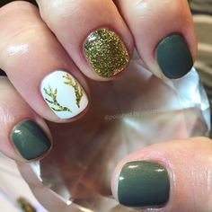 Fall Nails, Holiday Nails, Christmas nails, glitter nails, shellac nails, gold nails, fun nails, green nails, antlers, antler nails @polishedbyjordan