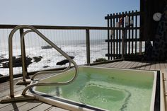 The jacuzzi at the Pigeon Point Lighthouse Hostel in California Glorious ★ Americana #Cali #hostel #budgettravel #hottub