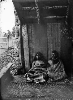Unidentified Maori man and woman seated in the porch of a Hawke's Bay meeting house Maori People, Tribal People, Polynesian People, Maori Designs, New Zealand Art, Maori Art, Native American History, Historical Pictures, People Of The World