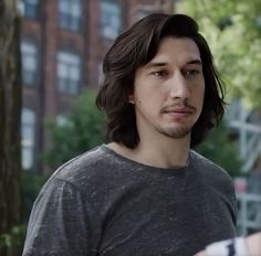 Adam Driver with nice long hair, outdoors in a gray shirt. Starwars, Adam Sackler, Girls Hbo, Lili Reinhart And Cole Sprouse, Kylo Rey, Star Wars Cast, Kylo Ren Adam Driver, Reylo, Outdoor Outfit