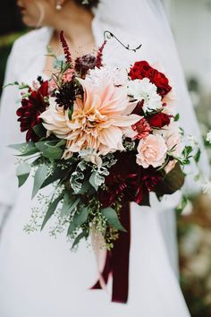 dahlia fall wedding bouquet / http://www.himisspuff.com/fall-wedding-bouquets-for-autumn-brides/3/