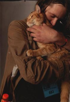 """Bob Cats """"Portrait of a Big Issue Man"""" photo by David Parker (London) of James Bowen, author, and Bob. """"A Street Cat Named Bob"""".inspirational non-fiction! Animal Gato, Amor Animal, Mundo Animal, Crazy Cat Lady, Crazy Cats, I Love Cats, Cute Cats, Adorable Kittens, Bobcat Pictures"""