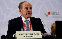 İstanbul BŞB Başkanı AKP'li Topbaş, çılgın projelerini anlattığı toplantıda 309 meclis üyesine tablet hediye etti.