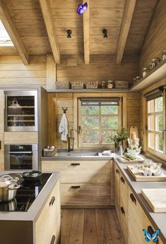 Dreamy rustic cabin in the middle of a Spanish forest Dreamy rustic cabin in the middle of a Spanish forest<br> This rustic cabin in the middle of a forest in Spain took three years to renovate, maintaining the romanticism of a logger-style cabin. Cabin Design, Küchen Design, Rustic House Design, Rustic Modern Cabin, Modern Log Cabins, Contemporary Cabin, Small Log Cabin, Rustic Cabins, Little Cabin