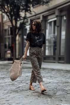 quality design ec4b5 75e58 Leopard obsessed - Flaunt and Center Leopard obsessed   Saint Laurent Tee    Leopard pants