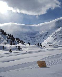 Hier in den Bergen in Sportgastein liegt im Frühling noch viel Schnee. Bergen, Christmas Is Coming, Outdoor Adventures, Snow, Mountains, Nature, Travel, Gifts For Women, Alps