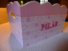 Caja Portacosmeticos Decor Crafts, Diy Crafts, Bebe Baby, Quirky Gifts, Paper Decorations, Ideas Para, Toy Chest, Craft Projects, Shabby Chic