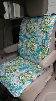 Shabby Chic Table And Chairs Code: 4254823517 Diy Seat Covers, Clean Car Seats, Little Footprints, Sewing Crafts, Sewing Projects, Car Seat Protector, Der Bus, Outdoor Dining Chair Cushions, Baby Education