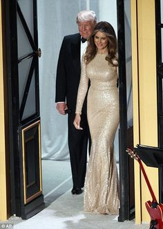 Donald Trump and his wife Melania Trump on Thursday night attended a black tie pre-inauguration dinner. The soon to be First Lady of the . Donald Y Melania Trump, First Lady Melania Trump, Donald Trump Family, Malania Trump, Trump Train, Ivanka Trump, Stunning Dresses, Black Tie, Gowns
