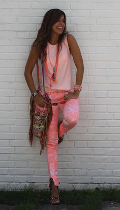 mytenida orange+pink unusual color combo - normally dislike neon - nice Estilo Fashion, Look Fashion, Diy Fashion, Mode Hippie, Hippie Style, Hippie Chic, Casual Chic Style, Preppy Style, Bohemian Chic Fashion