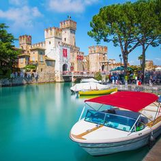 Sirmione, Italy Travel List, Italy Travel, Lake Garda Italy, Drawing Artist, Verona, Minions, Venice, Greece, Places To Visit