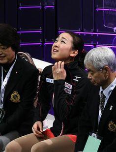 演技終了後、キスアンドクライで険しい表情を見せる浅田真央=14日、カナダ・オンタリオ州ロンドン