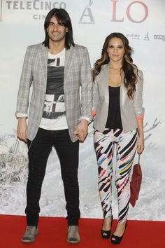 El cantante Melendi y su pareja, Damaris, en el estreno de 'Lo imposible' en Madrid #cantantes #famosos #alfombraroja #estrenos