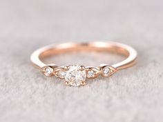 5 mm Round brilliant Moissanite Engagement ring Rose von popRing
