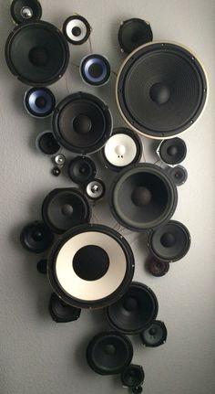 Speaker Wall It took lots of visits to garage sales and second-hand stores to fi… – Best Audio Room Ideas, Tips and Images Music Studio Room, Studio Setup, Music Rooms, Studio Ideas, Bar Deco, Diy Home Decor, Room Decor, Diy Projects To Sell, Audio Room