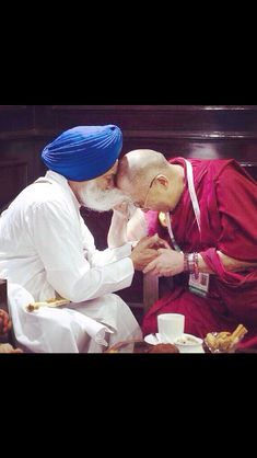 Dalai Lama showing his respect, understanding & appreciation of the Sikh beard.