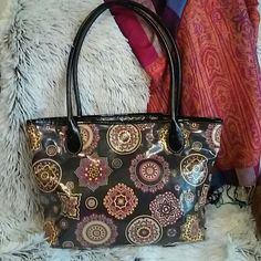"""Gianni Bernini tote Excellent barely used condition Gianni Bernini PU tote.  One exterior pocket, and three interior pockets.  16"""" w x 10"""" h with a 10"""" drop.  #156 Giani Bernini Bags Totes"""
