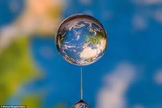 http://designcomgeloelimao.files.wordpress.com/2012/03/imagens-gotas-agua-markus-reugels.jpg