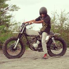 Test riding before painted... Have fun with sand.., #artnarchycustomgarage #artnarchycustomstyle #bikerlife #bikergang #biker #bratstylejogja #bocoralus #custombike #custommotorcycles #cc #custom #customculture #classic #kustom #kustom_kulture #kemampleng #motorcustom #oldschool #photooftheday #ride #rideout #scrambler #scorpioscrambler #tracker #scrambler_tracker #trabas #sx225 #yamaha #pancalmubalgaspollblarrr