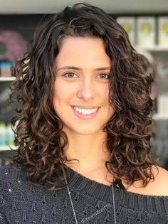 60 Styles and Cuts for Naturally Curly Hair Curly Bangs, Curly Hair Cuts, Curly Hair Styles, Medium Cut, Medium Layered, Chocolate Auburn Hair, Layered Curls, Curl Pattern, Loose Curls