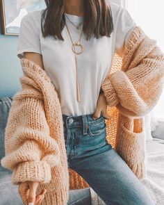 Chunky knit peach cardigan - Famous Tutorial and Ideas Instagram Outfits, Instagram Shop, Instagram Fashion, Cozy Winter Outfits, Spring Outfits, Peach Outfits, Cold Spring Outfit, Ootd Spring, Spring Clothes