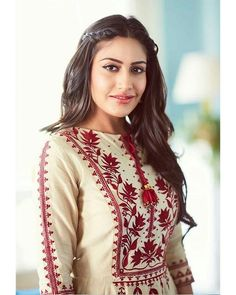 30 Chic Fall Outfit Ideas – Street Style Look. 23 Trending Outfits To Wear Asap – 30 Chic Fall Outfit Ideas – Street Style Look. Indian Designer Outfits, Designer Dresses, Indian Dresses, Indian Outfits, Surbhi Chandna, Embroidery Suits, Embroidery Patterns, Kurta Designs, Bollywood Fashion