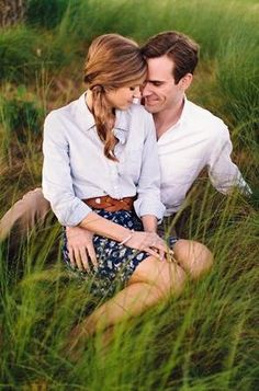 She has an adorable & classy engagement photo outfit!