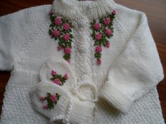 embroidered roses Embroidered Roses, Baby Knitting, Crochet Baby, Lana, Baby Knits, Knit Jacket, Weaving Kids, Little Girl Clothing, Roses
