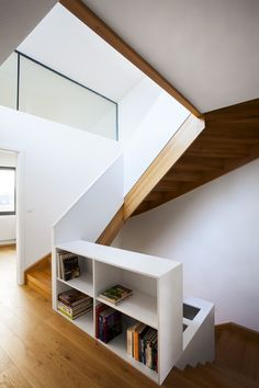 Šebo Lichy Architects completed the design and development of a challenging contemporary home located on a steep terrain in Bratislava, Slovakia. Interior Design Inspiration, Decor Interior Design, Interior Decorating, Interior Stairs, Interior Architecture, Wood Staircase, Staircases, Contemporary Stairs, House Stairs