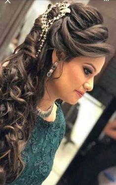 wedding hairstyles open Hair Stile In 2019 Long Hair Styles Engagement Hairstyles Bridal Hairstyle Indian Wedding, Bridal Hair Buns, Bridal Hairdo, Hairdo Wedding, Wedding Hairstyles For Long Hair, Hairstyles For Gowns, Indian Hairstyles, Bride Hairstyles, Bollywood Hairstyles
