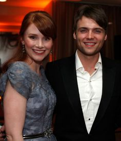 Seth Gabel and Bryce Dallas Howard...I had no idea they were married! I LOVE them both!!!!