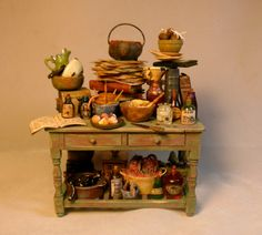 Miniature baking table for potion making. Halloween Miniatures, Fantasy Miniatures, Clay Miniatures, Dollhouse Miniatures, Fairy Furniture, Miniature Furniture, Dollhouse Furniture, Miniature Crafts, Miniature Food