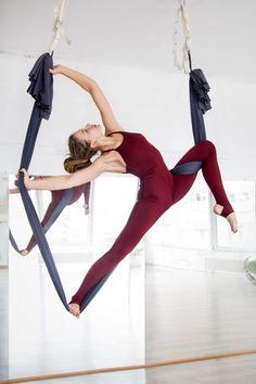 Julia Larina, Aerial hammock, aerial sling Odessa, Ukraine - Best of pins! Aerial Yoga Hammock, Aerial Dance, Aerial Silks, Aerial Hoop, Pole Dance, Yoga Challenge, Yin Yoga, Yoga Fitness, Photo Yoga