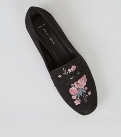 - Wide fit (D fitting)- Extra measure across insole, width and joint- Soft suedette finish- Floral embroidered detail- Squared toe- Flat sole- Slip on design