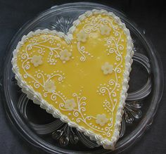 Crostata al limone - lemon heart shaped tart for International Women's Day 8 March Heart Cookies, Cupcake Cookies, Sugar Cookies, Biscotti Cookies, Biscotti Recipe, Lemon Cookies, Yummy Cupcakes, Lemon Curd Tart, Lemon Torte