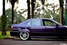 Techno violet BMW e36 sedan on OEM BMW M Parallel (Styling 37) (8+9x18'' 205/35-215/35) wheels